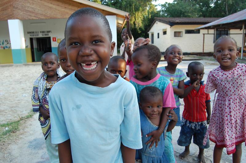敷地内のNursery school と子どもたち