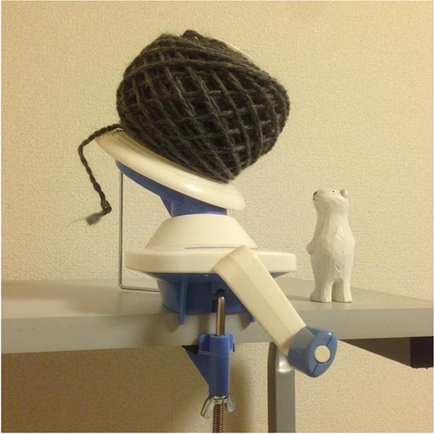 ほどいた糸を簡単に毛糸玉にできる「まきまき」ご用意してます! これが楽しい!