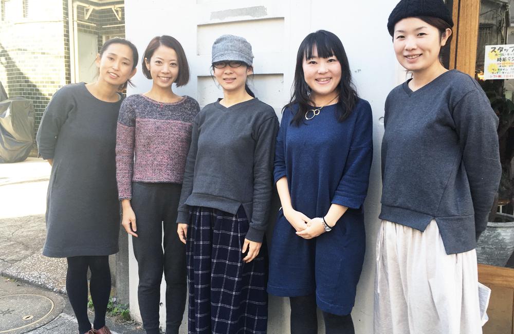 左からマユコ、ミキ、エツコ、リヨ、ヨシムラ