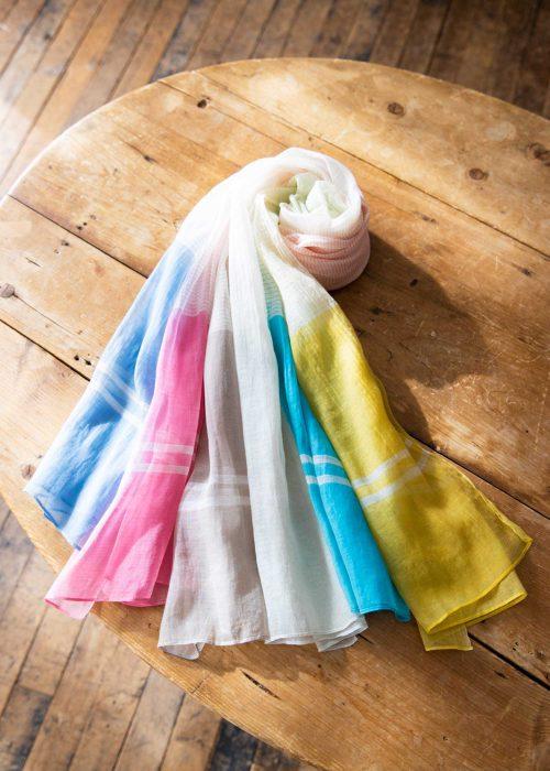光沢感のある繊細で華やかなグラデーションの手織りシルク&コットンストール